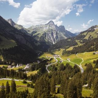 Hochkünzelspitze, Rechts das Rothorn, im Schatten der langgezogene Hochberg