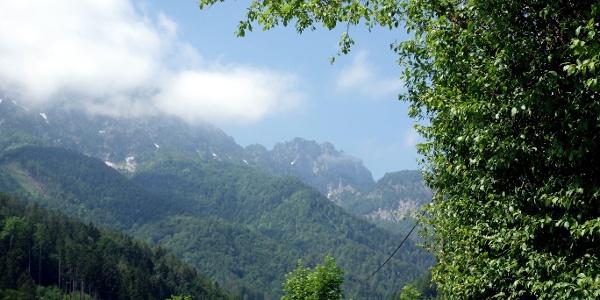 Das Gipfelziel rechts