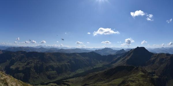 Panoramablick von der Henne nach Süden auf das Gipfelprogramm der folgenden Tage