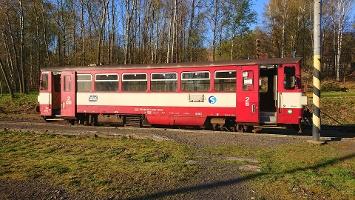 Foto Der Schienenbus der Linie T2 von Mikuslavsovice nach Krásná Lípa
