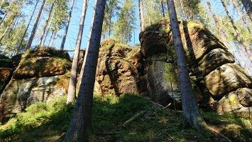 Foto Felsformation am Wegesrand im Weißbachtal