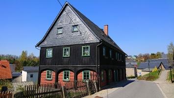 Foto Haus mit alter Waldarbeiterstube