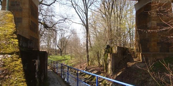 Steinberge unter der Bahnbrücke, Bad Lausick