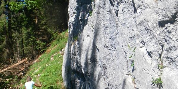 Wandfußquerung