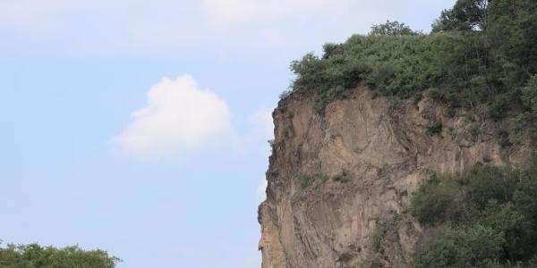 Die Bosel ist ein imposanter Felsen über der Elbe
