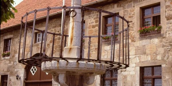 Schandpfahl vor dem Heimatmuseum Obermarsberg