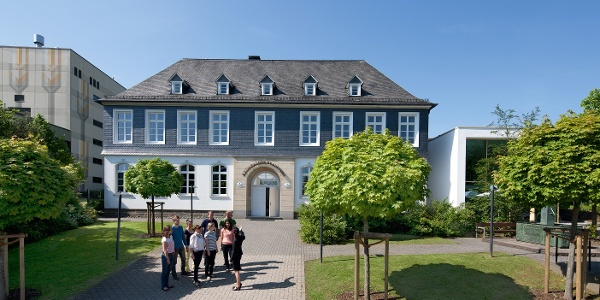 Krombacher Brauerei_Braustube mit Gruppe