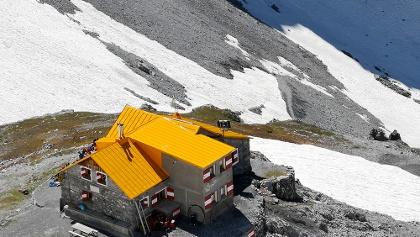 Il rifugio Quinto Alpini visto dal punto panoramico