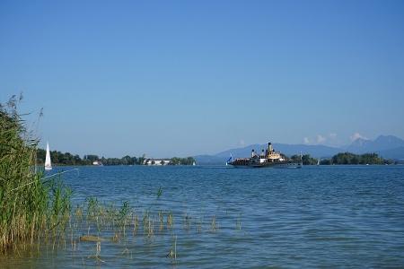 Blick auf Fraueninsel von Urfahrn