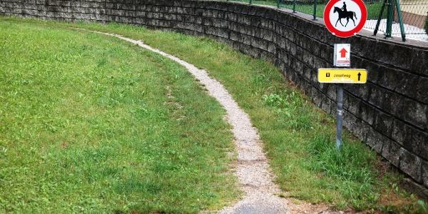 """Ab hier beginnt mit dem """"Josefweg"""" die """"richtige"""" Wanderung."""