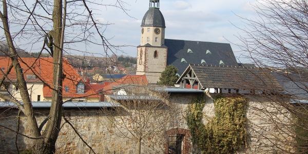 Stadtmauer mit Blick auf die Nikolaikirche Schmölln