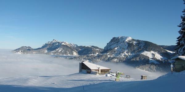 Bergrestaurant First über dem Nebel.