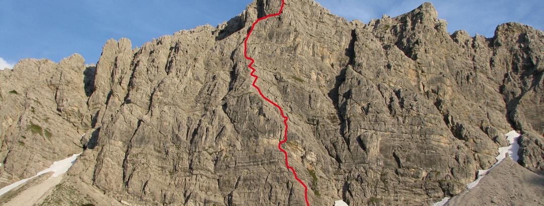 gelb: Zustieg, rot: Routenverlauf mit Übungsklettersteig im unteren Bereich