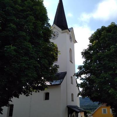 netter kleiner Rastplatz an der Kirche in Schiefling