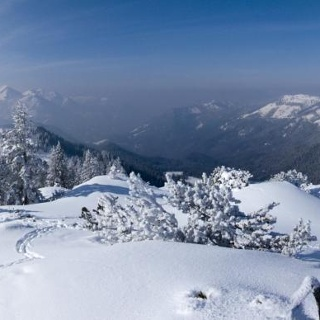 Die kleine Gipfelhochfläche (hier im Panoramablick) bietet genügend Platz für schöne Augenblicke.