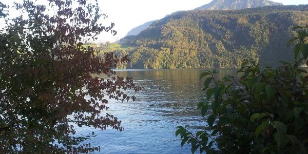 Blick über den Alpnachersee zum Stanserhorn