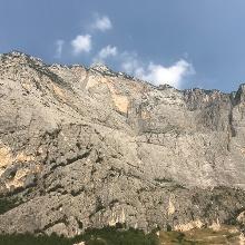 Die Felswand des Monte Casale durch die sich der Che Guevara Klettersteig kämpft