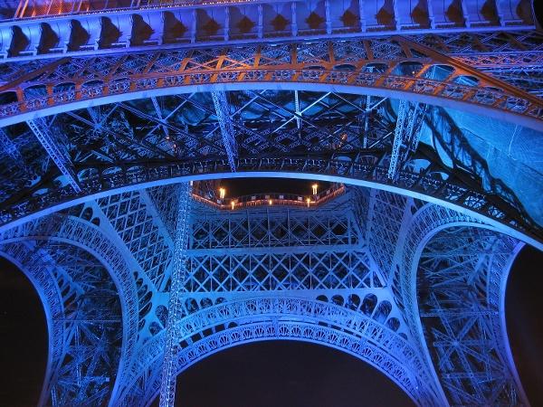 Der Eiffelturm bei Nacht