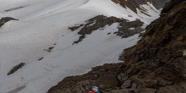 Im Klettersteig zur Hochwilde. Im Hintergrund der Annakogel (rechts).