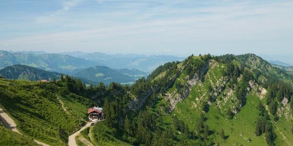 Blick aus der Hochgratbahn auf das Staufner Haus