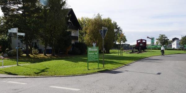 Schinderhannes-Radweg - Die Lok auf dem Spielplatz in Lingerhahn