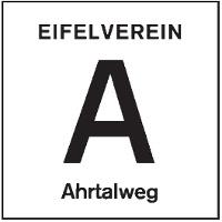 """Schwarzer Buchstabe ,,A"""" auf weißem Spiegel"""