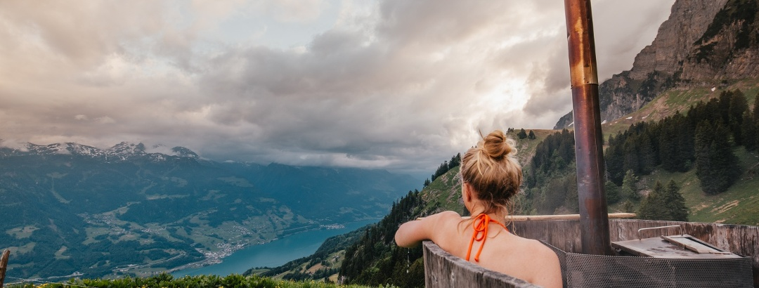 Entspannung auf der Alp Tschingla im Hot Pot mit Aussicht auf den Walensee