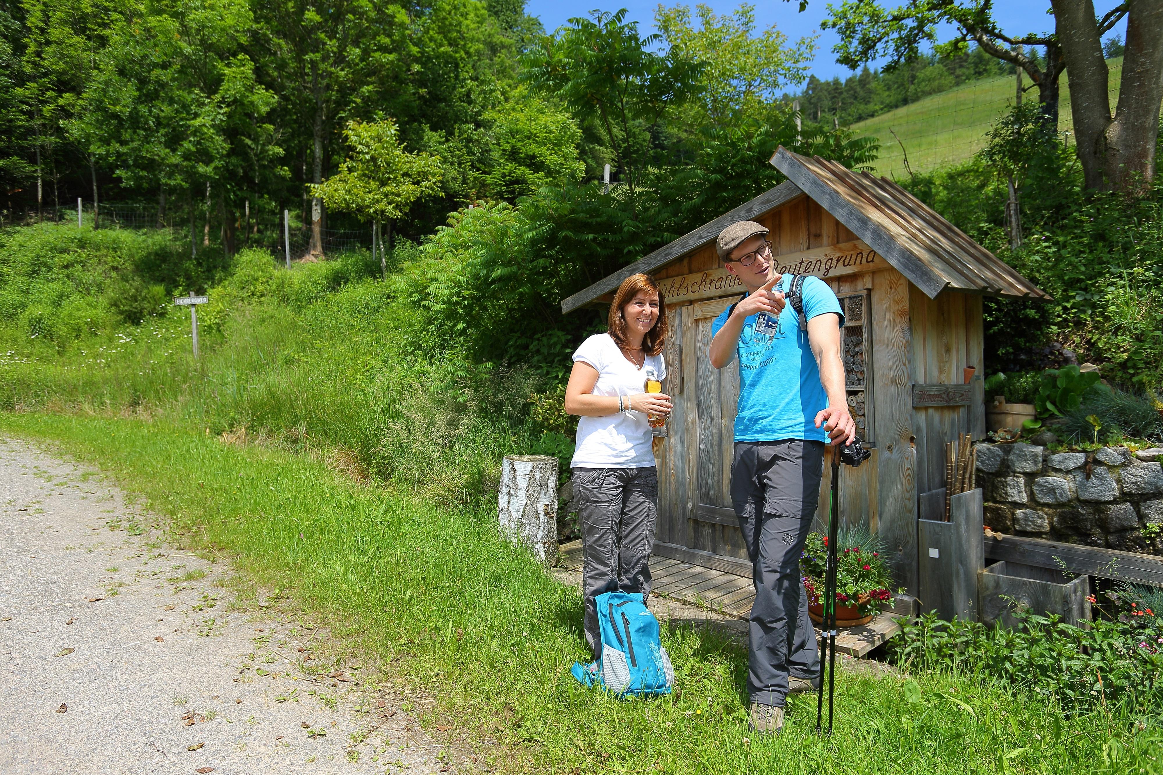 Stop am Naturkühlschrank am Hausacher Bergsteig