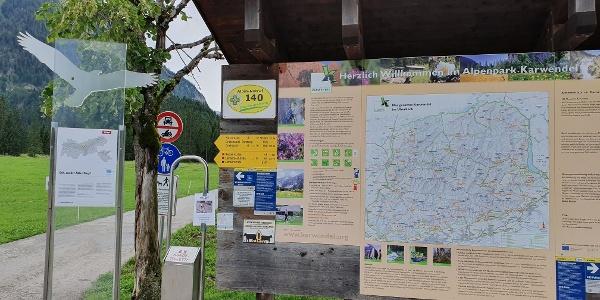 Hinweistafel Wanderstart Parkplatz Karwendeltäler Pertisau