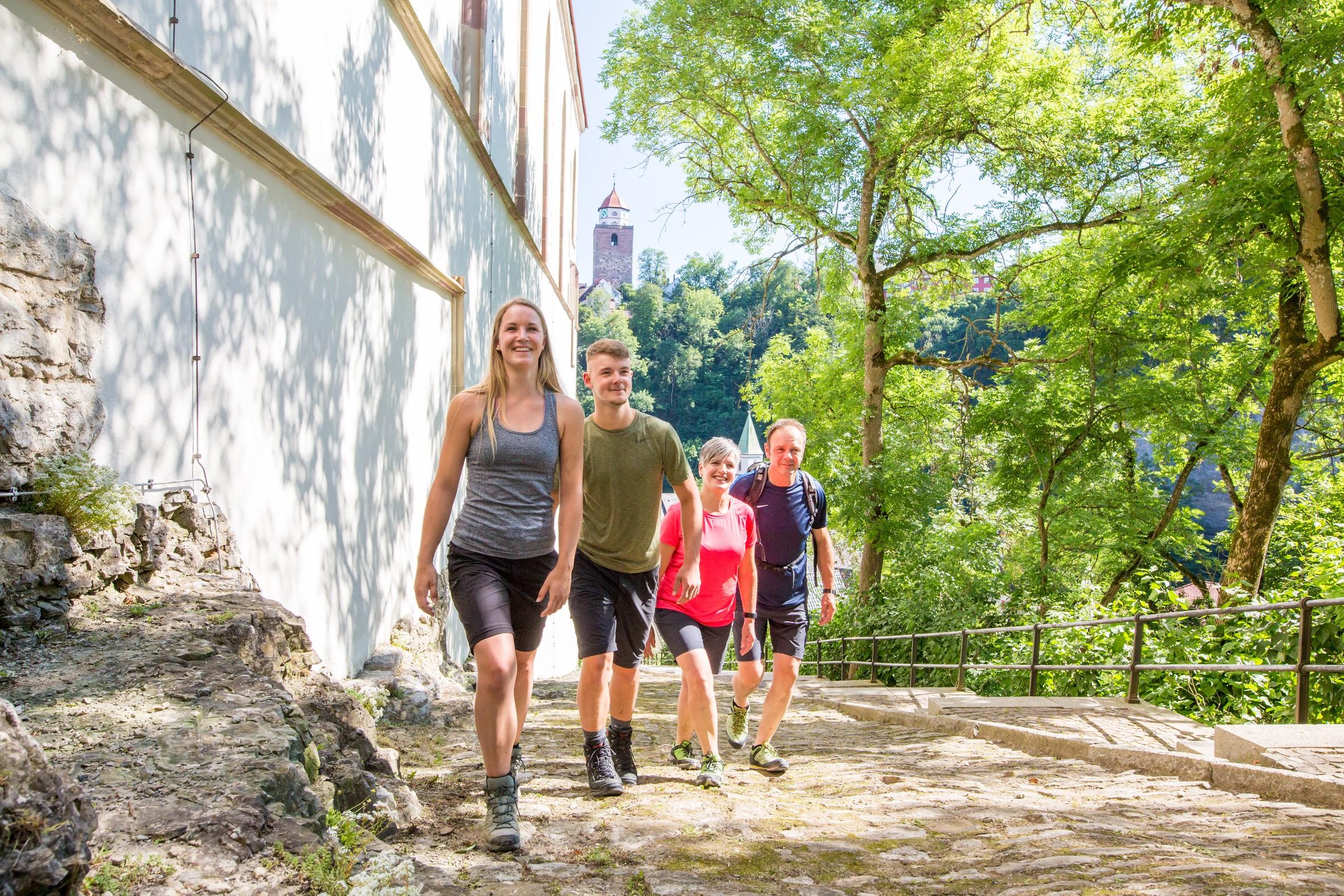 Wanderer auf den Schlosstreppen
