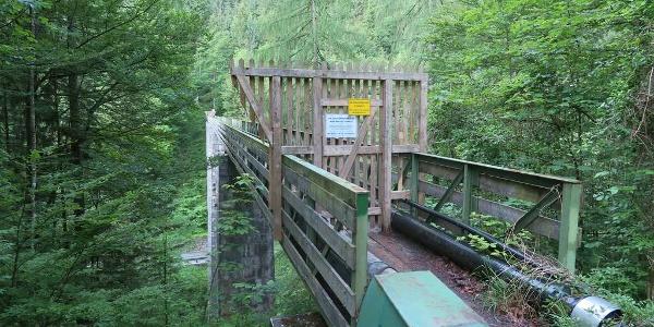 Die gesperrte Brücke