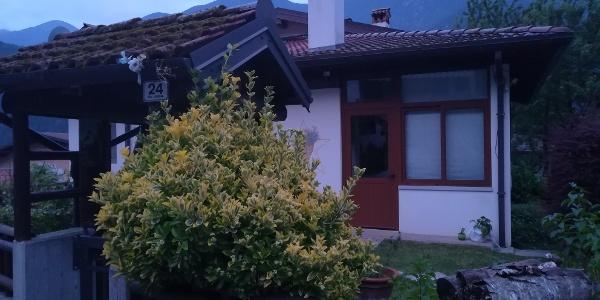 Beginn der 18. Etappe des Julius-Kugy-Dreiländerweges bei der Casa Vacanza Quaglia Vilma in Stolvizza
