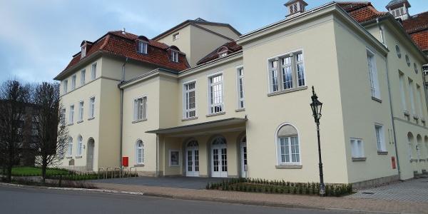 Palais im Park Bad Eilsen, Vorderansicht, Eingang Julianentheater