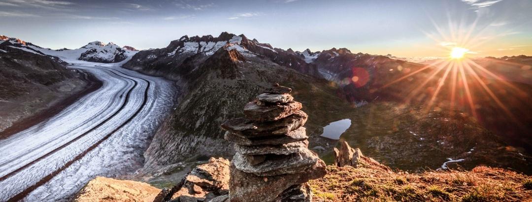 Sonnenaufgang auf dem Eggishorn über dem Grossen Aletschgletscher
