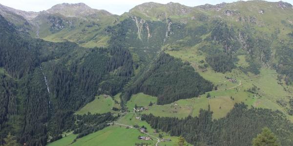 Blick in die grünen Tuxer Alpen