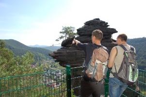 Blick vom Friedrichfelsen auf Lug (Foto: Jacques Noll, Quelle: Tourist-Info-Zentrum Pfälzerwald)