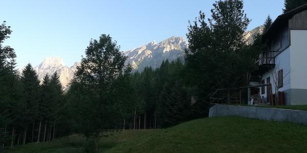 westlich vom Rif. Mt. Talm ein Blick nach Westen zum Mt. Siera (li.), Mt. Cimon und Mt. Pleros