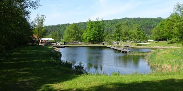 Der Freizeitsee am ErlebnisWald Solling in Schönhagen