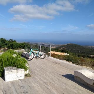 Aussichtspunkt an der Wasserstelle auf der sehr schönen Panoramaabfahrt von Aglientu