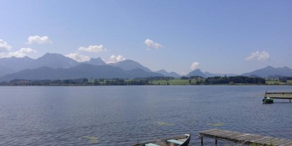 Hopfensee mit Allgäuer Alpen im Hintergrund