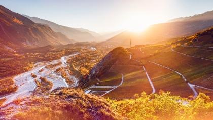 Herbststimmung über den Weinbergen von Leuk