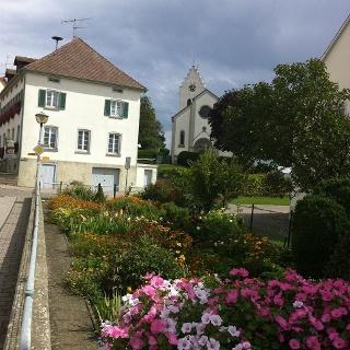 Rathaus und Kirche Burgweiler