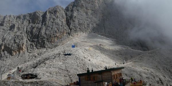 Santerpasshütte im Sept. 2019, im Hintergrund die Rosengartenspitze