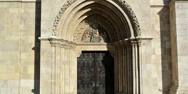 A Mátyás-templom gótikus bejárata