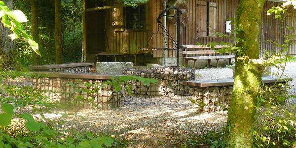 Rast- und Grillplatz nur wenige Meter von der Wassertretstelle