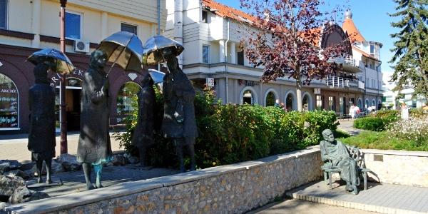 A Várakozók szoborcsoport és Czóbel Béla-szobor Siófokon