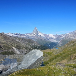 On the hiking trail towards Pfulwe. In the background the Fluhalp and the Matterhorn.