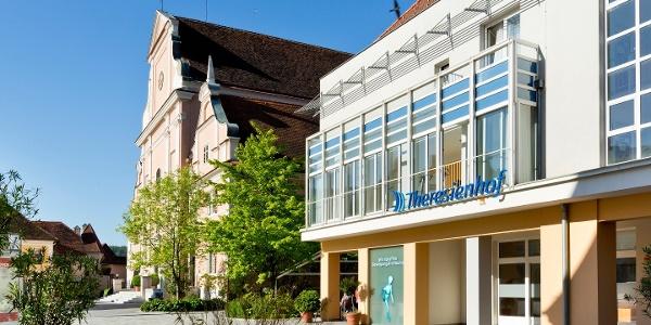 Theresienhof Frohnleiten mit Blick auf die Stadtpfarrkirche