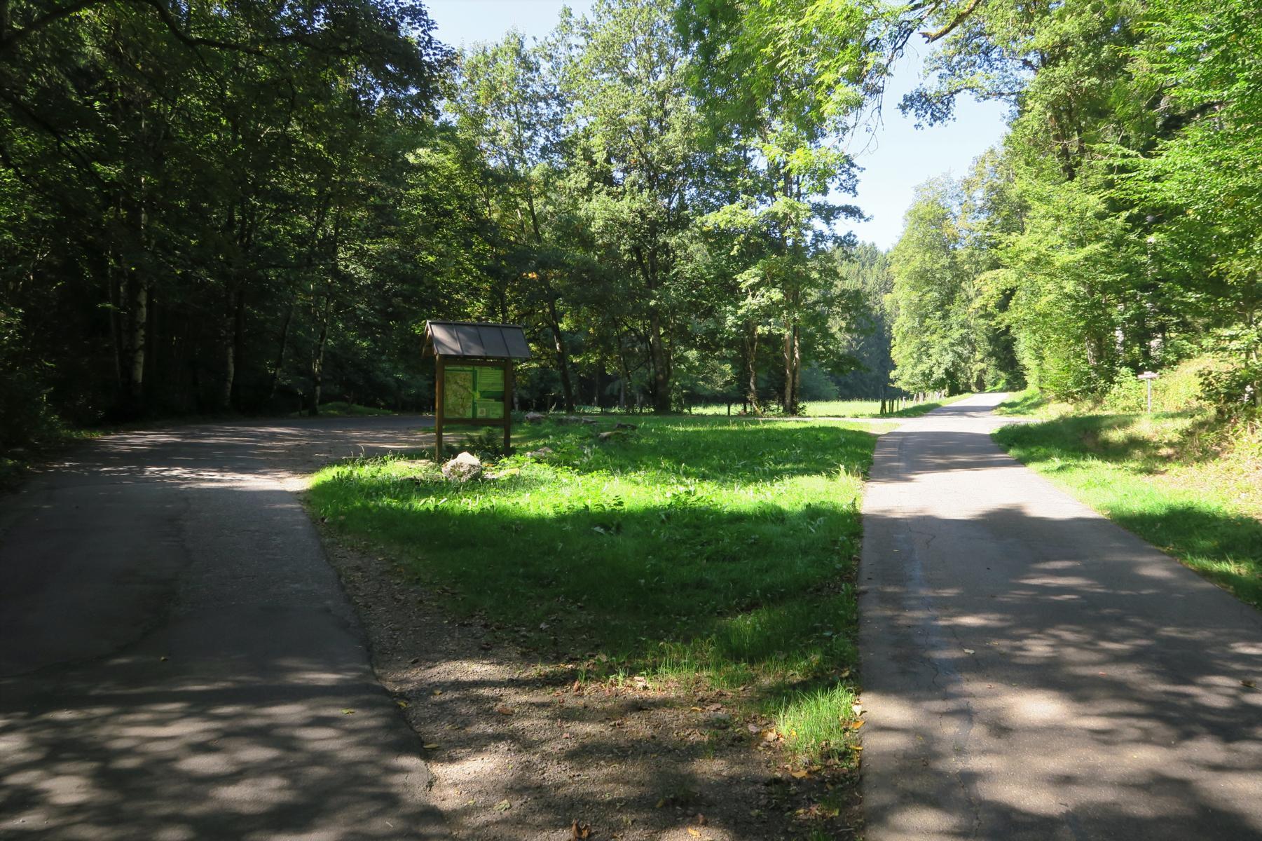 Start am Wanderparkplatz Wickartsmühle.