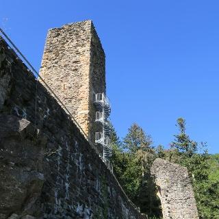 Der Bergfried kann bestiegen werden.